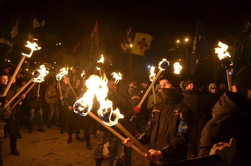 По Одессе прошли националисты с факелами в честь Бандеры (ФОТО), фото-7