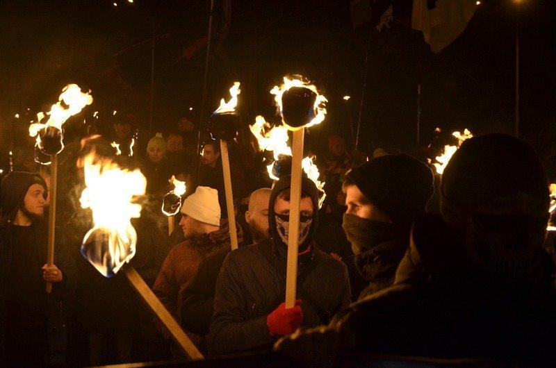 По Одессе прошли националисты с факелами в честь Бандеры (ФОТО), фото-4