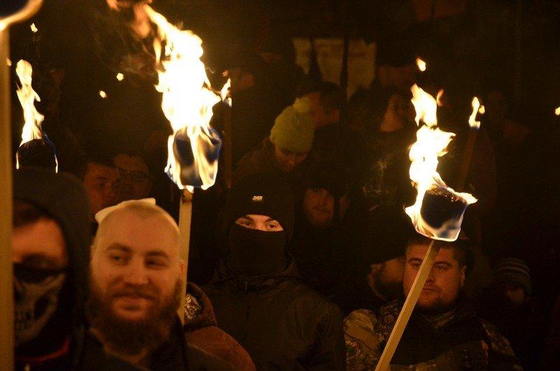 По Одессе прошли националисты с факелами в честь Бандеры (ФОТО), фото-5
