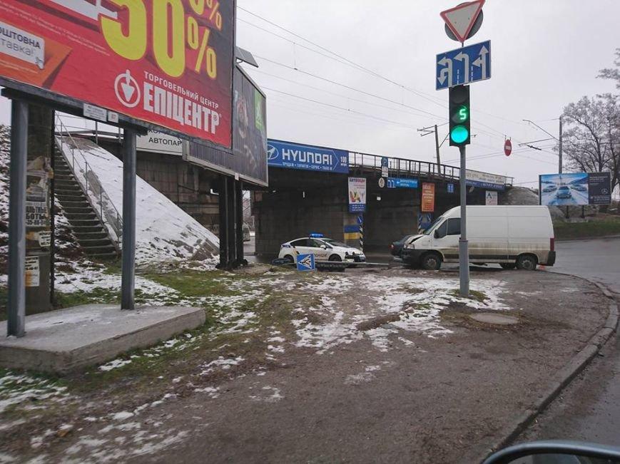 В Запорожье микроавтобус снес дорожный знак, - ФОТО, фото-2