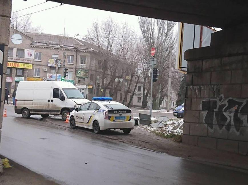 В Запорожье микроавтобус снес дорожный знак, - ФОТО, фото-3