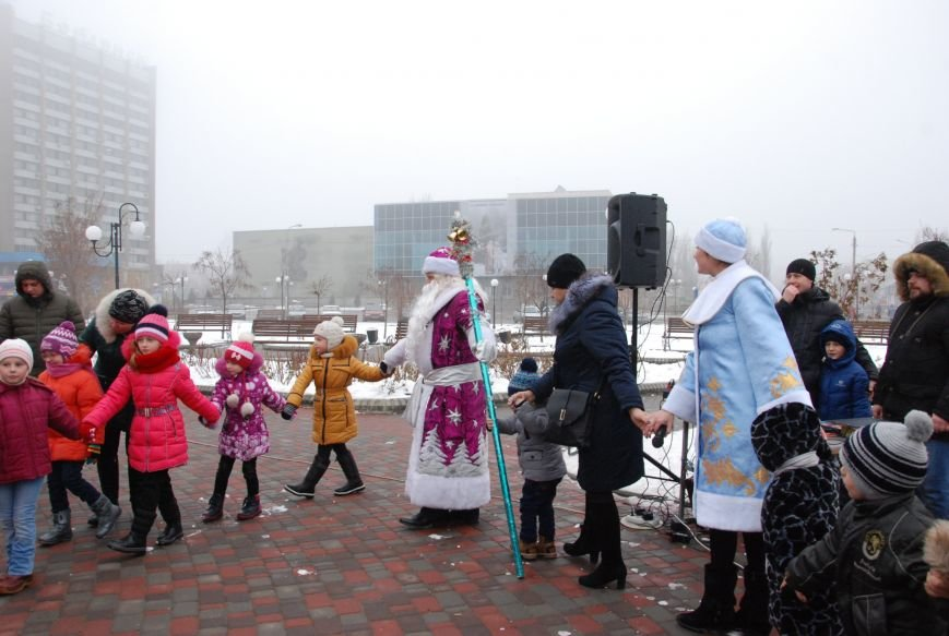 В Бердянске продолжались Новогодние мероприятия возле главной елки  города, фото-1