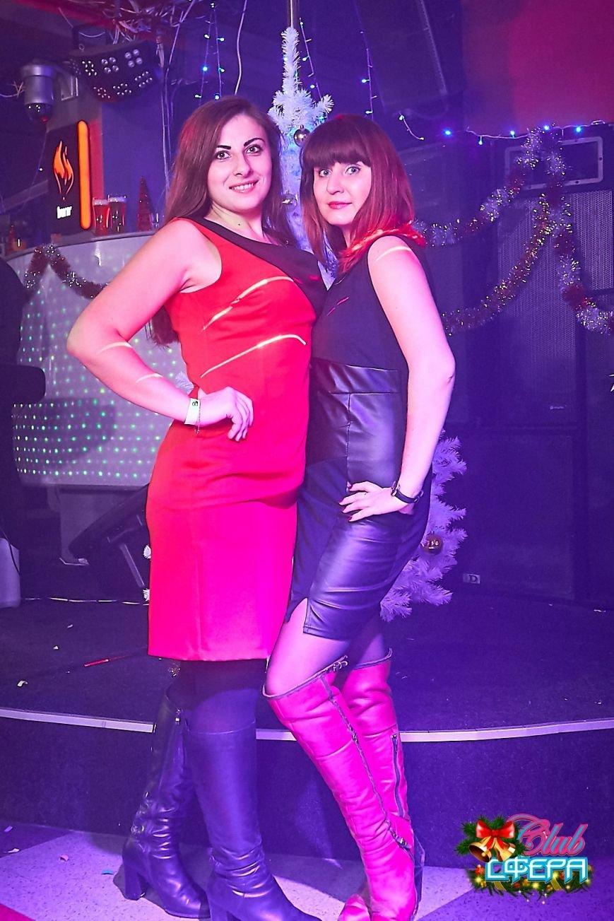 Девушки в красном: в чем встречали Новый год в клубах Полоцка и Новополоцка. ФОТО, фото-9
