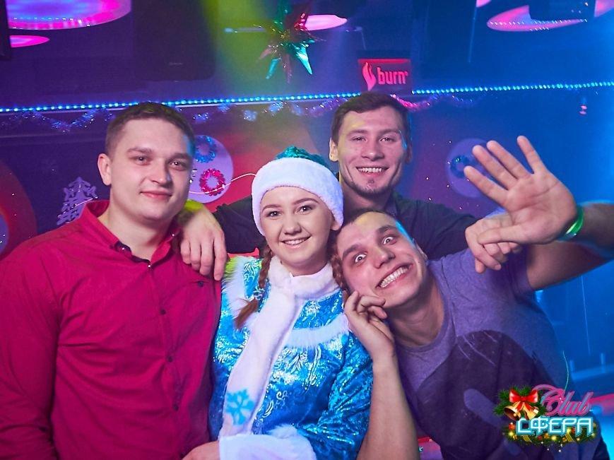 Девушки в красном: в чем встречали Новый год в клубах Полоцка и Новополоцка. ФОТО, фото-11
