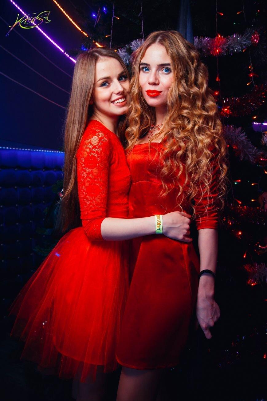 Девушки в красном: в чем встречали Новый год в клубах Полоцка и Новополоцка. ФОТО, фото-5