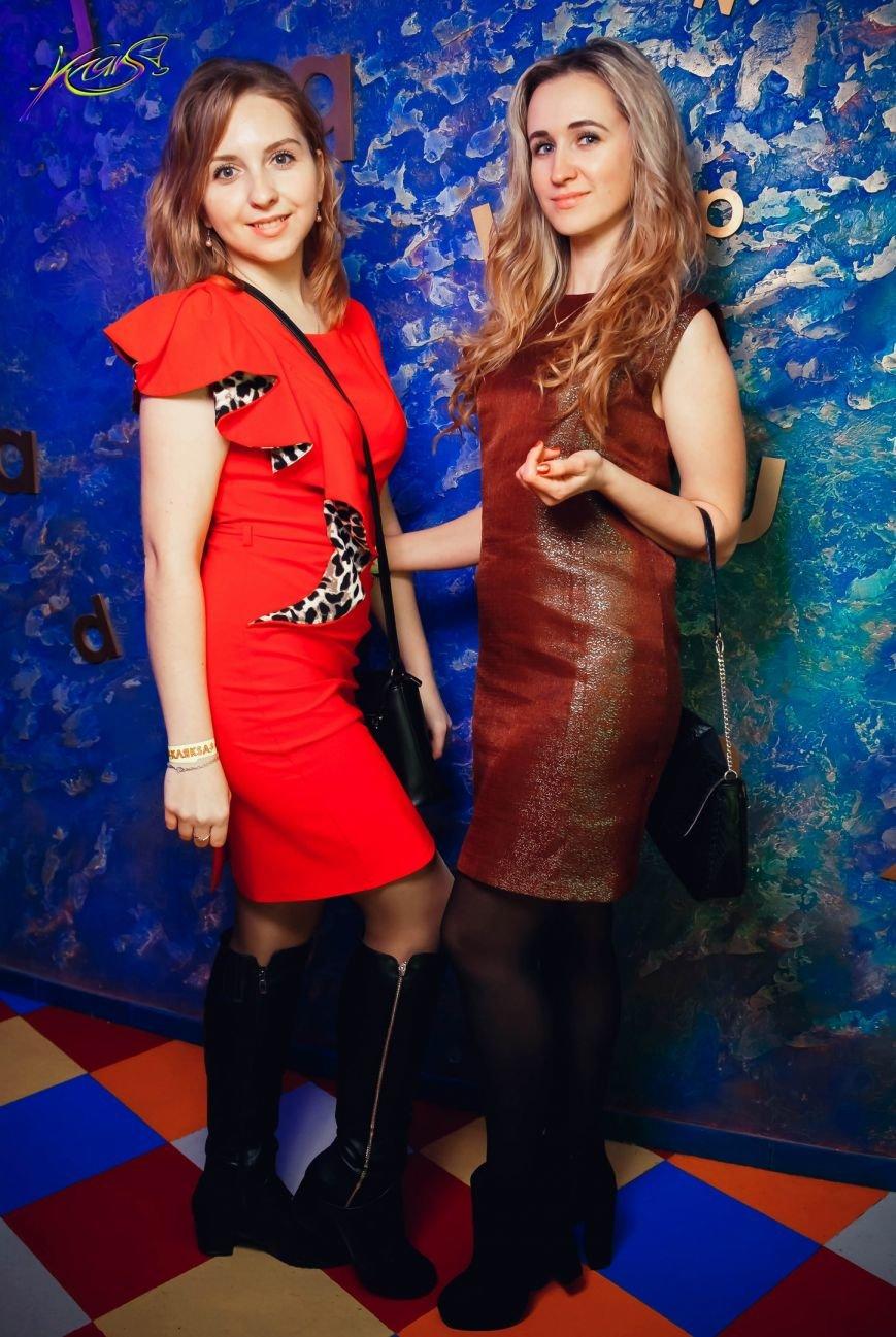 Девушки в красном: в чем встречали Новый год в клубах Полоцка и Новополоцка. ФОТО, фото-4