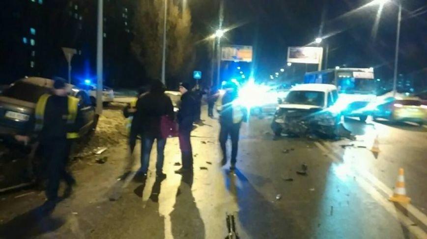 На Салтовке столкнулись четыре автомобиля: есть пострадавшие (ФОТО), фото-1