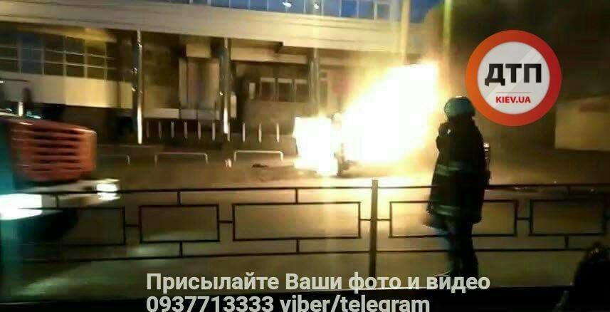 Возле киевского метро взорвалась машина с ГБО (ФОТО), фото-3