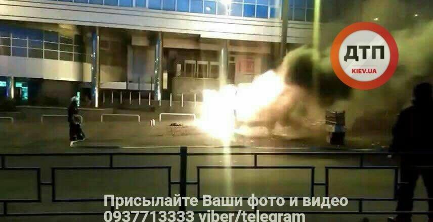 Возле киевского метро взорвалась машина с ГБО (ФОТО), фото-1