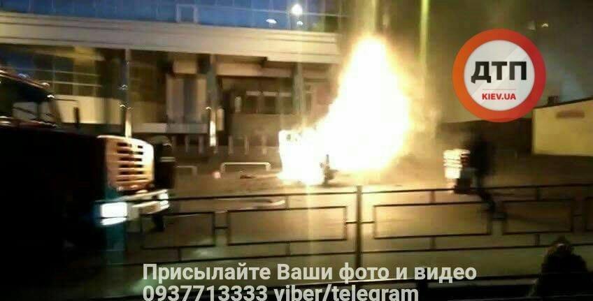 Возле киевского метро взорвалась машина с ГБО (ФОТО), фото-7