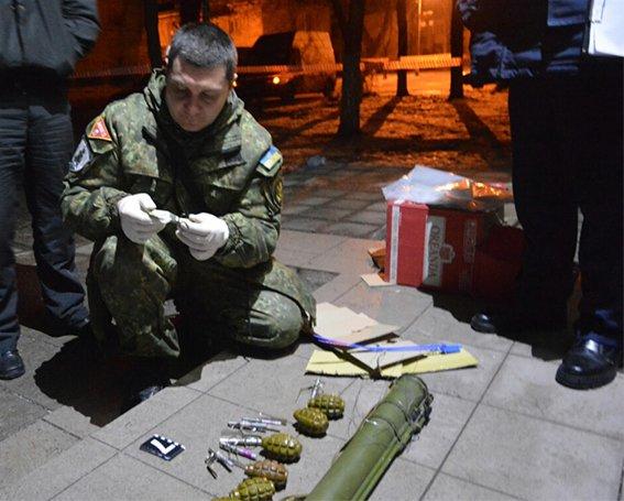 В Днепропетровской области гранатами и шампанским заминировали редакцию газеты (ФОТО), фото-3