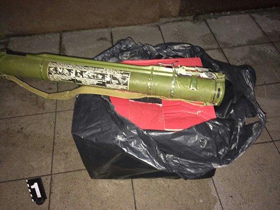 В Днепропетровской области гранатами и шампанским заминировали редакцию газеты (ФОТО), фото-2