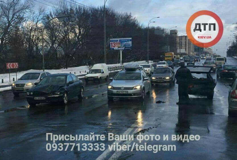 В Киеве водитель Jaguar протаранил и выбросил на встречку Таврию (ФОТО), фото-1