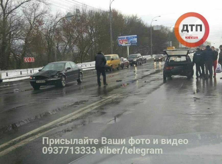 В Киеве водитель Jaguar протаранил и выбросил на встречку Таврию (ФОТО), фото-3
