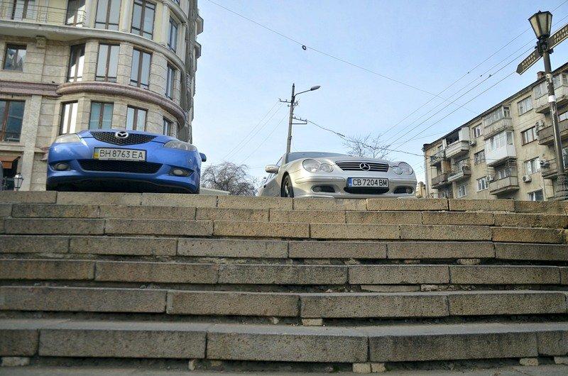 Одесские автохамы оставили автомобили на разрушающихся мостах (ФОТО), фото-3