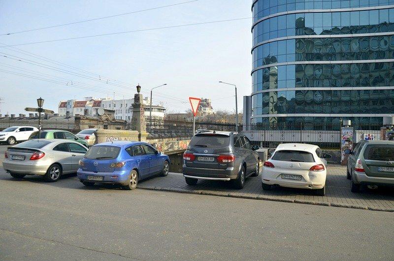 Одесские автохамы оставили автомобили на разрушающихся мостах (ФОТО), фото-2