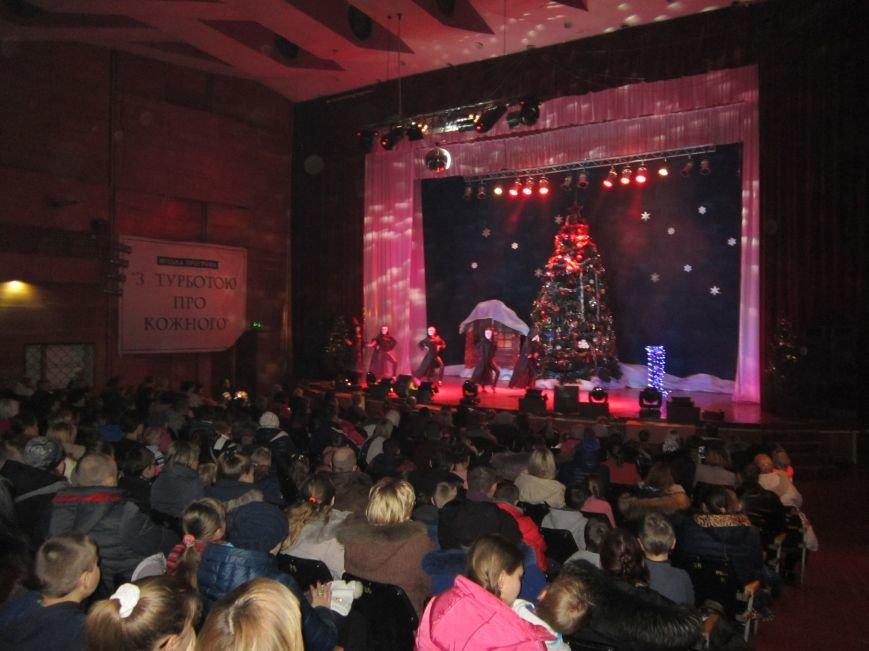 У міському центрі «Прометей» проходять новорічні вистави для дітей (Фото), фото-1