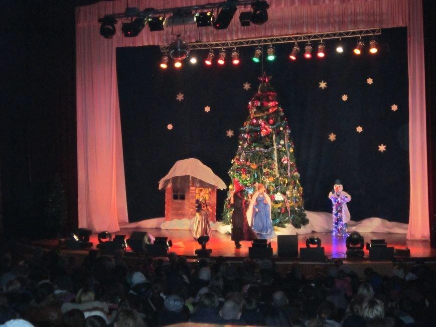 У міському центрі «Прометей» проходять новорічні вистави для дітей (Фото), фото-2