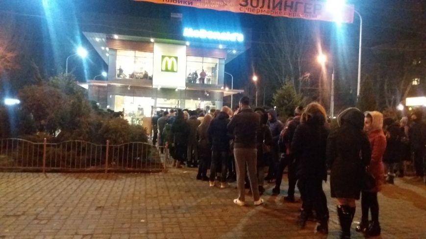 """В Запорожье с аншлагом открылся """"Макдональдс"""", - ФОТО, фото-9"""