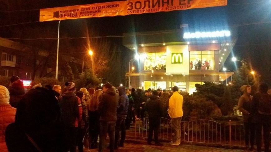 """В Запорожье с аншлагом открылся """"Макдональдс"""", - ФОТО, фото-3"""