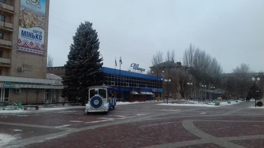 На главной площади Мелитополя Дед Мороз играл на саксофоне (видео), фото-2