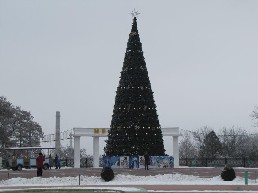 На главной площади Мелитополя Дед Мороз играл на саксофоне (видео), фото-1
