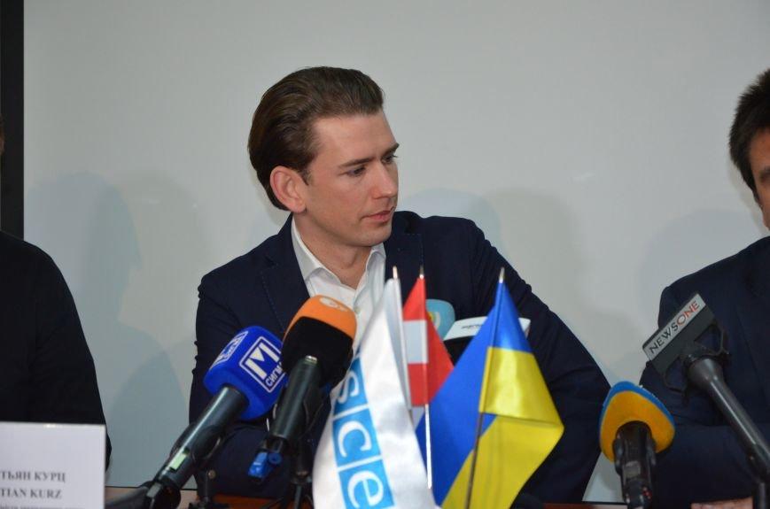 Глава ОБСЕ Себастьян Курц рассказал, о чем общался с жителями Мариуполя (ФОТО+ВИДЕО), фото-1