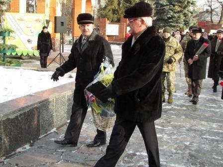 Мітинг та урочисте покладання квітів з нагоди 73-ї річниці визволення міста Новограда-Волинського від фашистських загарбників, фото-4