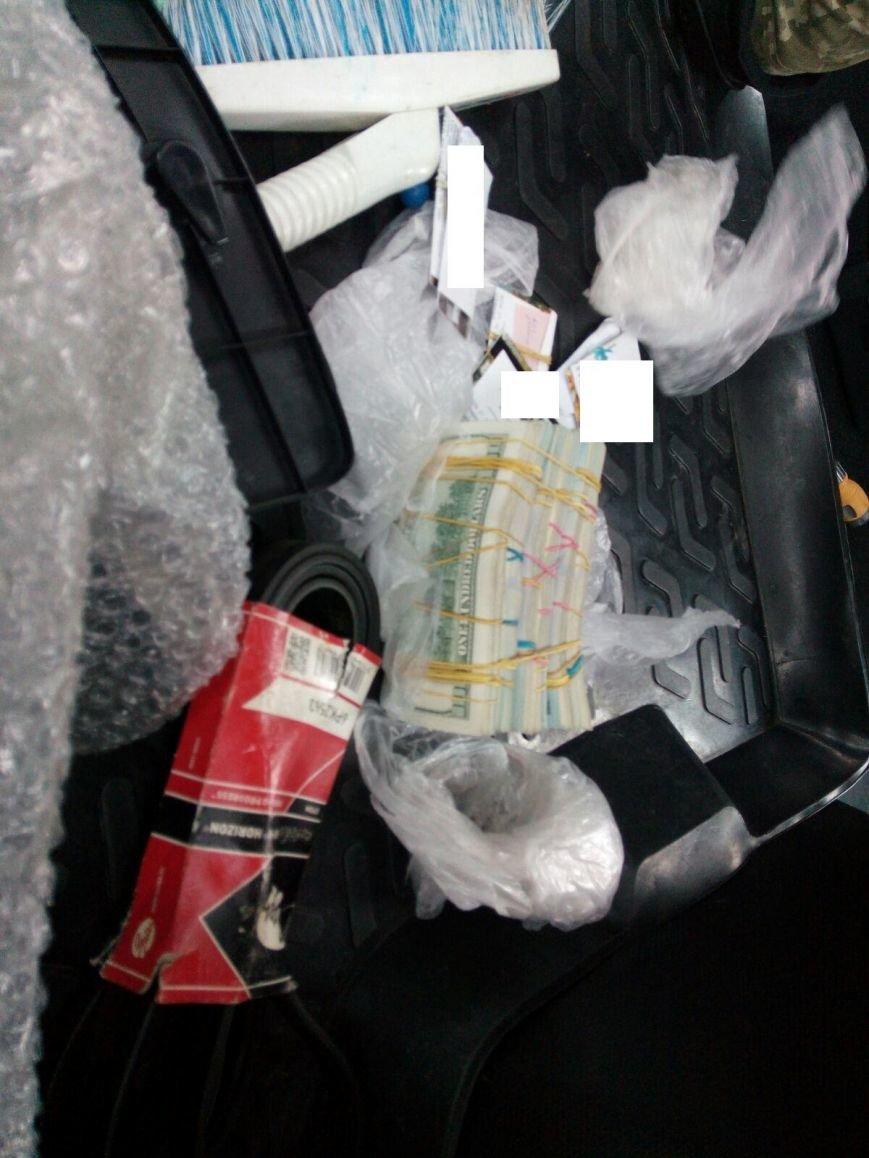 Водитель пытался провезти 60 тысяч долларов через КПВВ в Бахмутском районе, фото-1