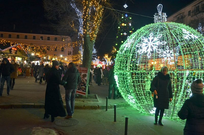 Дерибасовская после Нового года: баскетбол, фаер-шоу и олень (ВИДЕО, ФОТО), фото-1