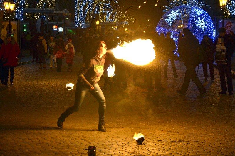 Дерибасовская после Нового года: баскетбол, фаер-шоу и олень (ВИДЕО, ФОТО), фото-7