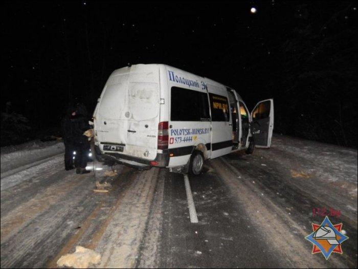 Под Ушачами ковш бульдозера срезал борт встречного маршрутного такси: один пассажир погиб, восемь в больнице, фото-1