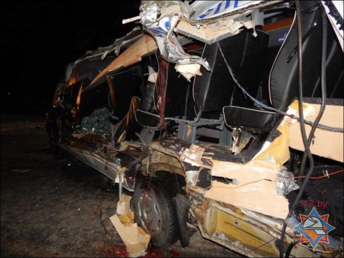 Под Ушачами ковш бульдозера срезал борт встречного маршрутного такси: один пассажир погиб, восемь в больнице, фото-3