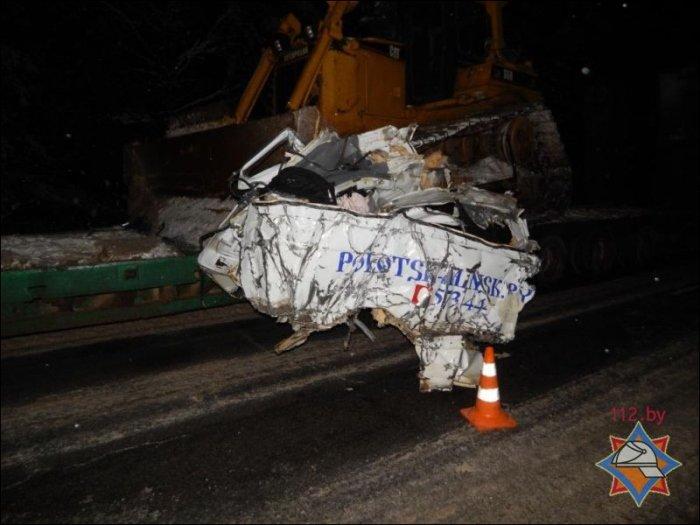 Под Ушачами ковш бульдозера срезал борт встречного маршрутного такси: один пассажир погиб, восемь в больнице, фото-2