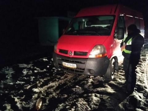 Два автомобиля сбили пешехода на трассе в Харьковской области (ФОТО), фото-3