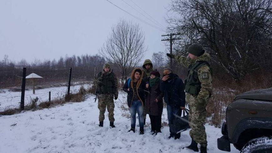 """Порушники-нелегали """"штурмують"""" кордон з Польщею (ФОТО), фото-1"""