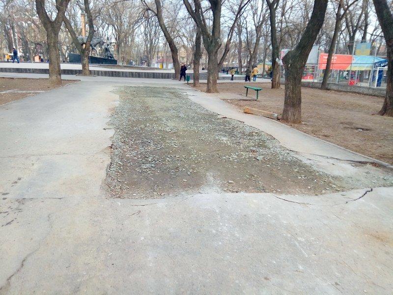 Коммунальщики нарыли ямы в центре Одессы: глядите в оба (ФОТО), фото-2