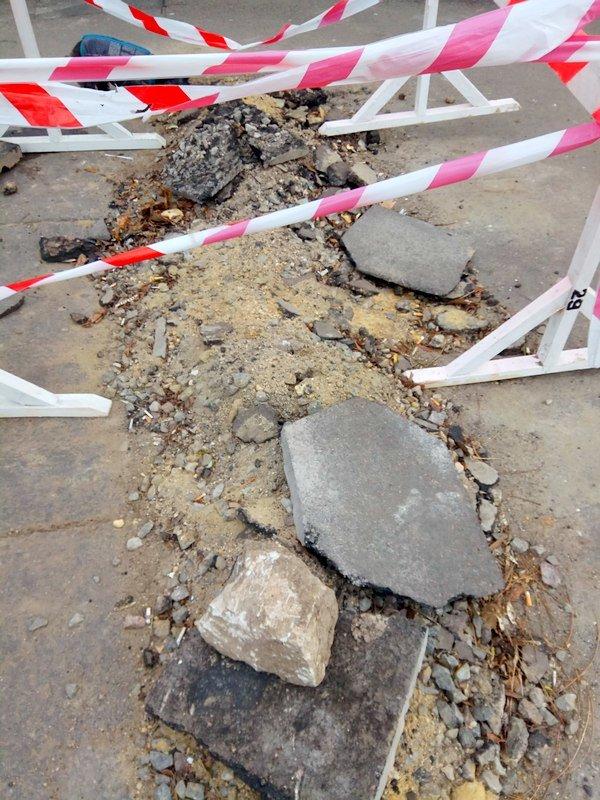 Коммунальщики нарыли ямы в центре Одессы: глядите в оба (ФОТО), фото-3