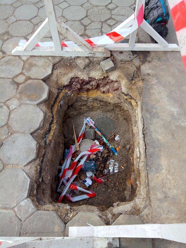 Коммунальщики нарыли ямы в центре Одессы: глядите в оба (ФОТО), фото-5
