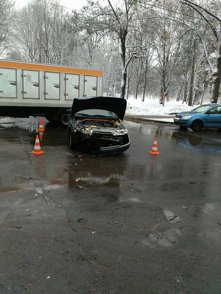 В Харькове автомобиль сбил пешехода после ДТП (ФОТО), фото-1