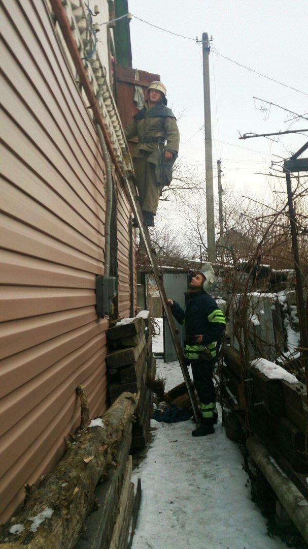 В Каменском тушили пожар на чердаке дома, фото-2