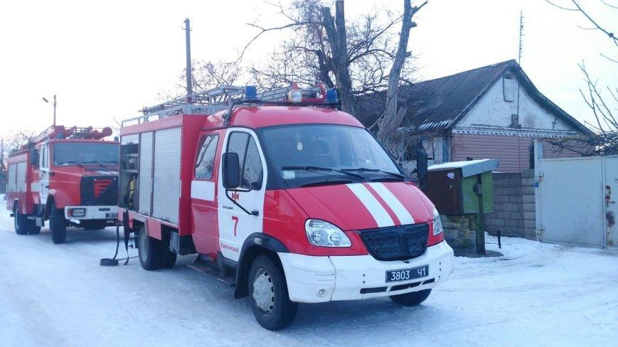 В Каменском тушили пожар на чердаке дома, фото-1