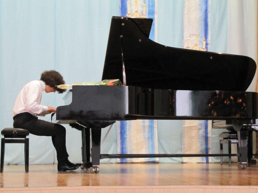 В свой день рождения пианист-виртуоз играл для мелитопольцев (видео), фото-3