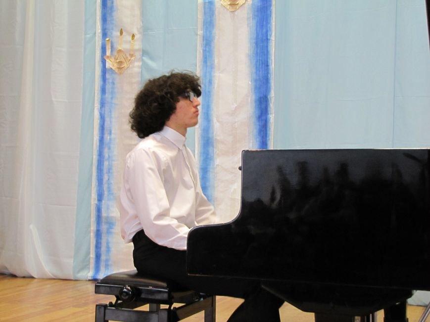 В свой день рождения пианист-виртуоз играл для мелитопольцев (видео), фото-4