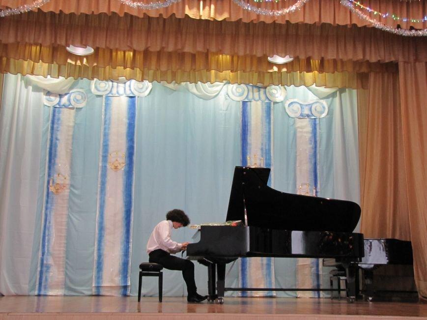 В свой день рождения пианист-виртуоз играл для мелитопольцев (видео), фото-1