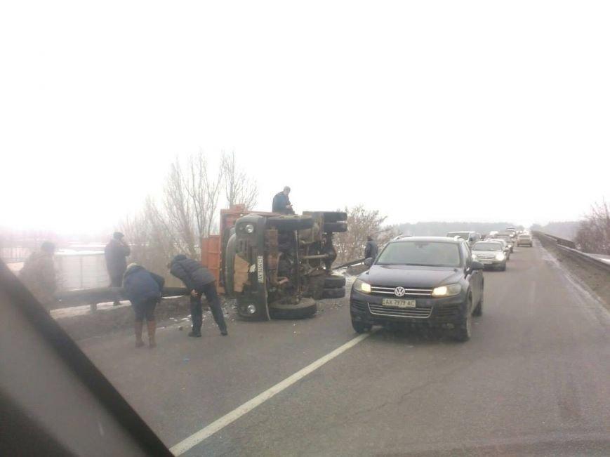 На окружной возле Алексеевки перевернулся мусоровоз (ФОТО), фото-1