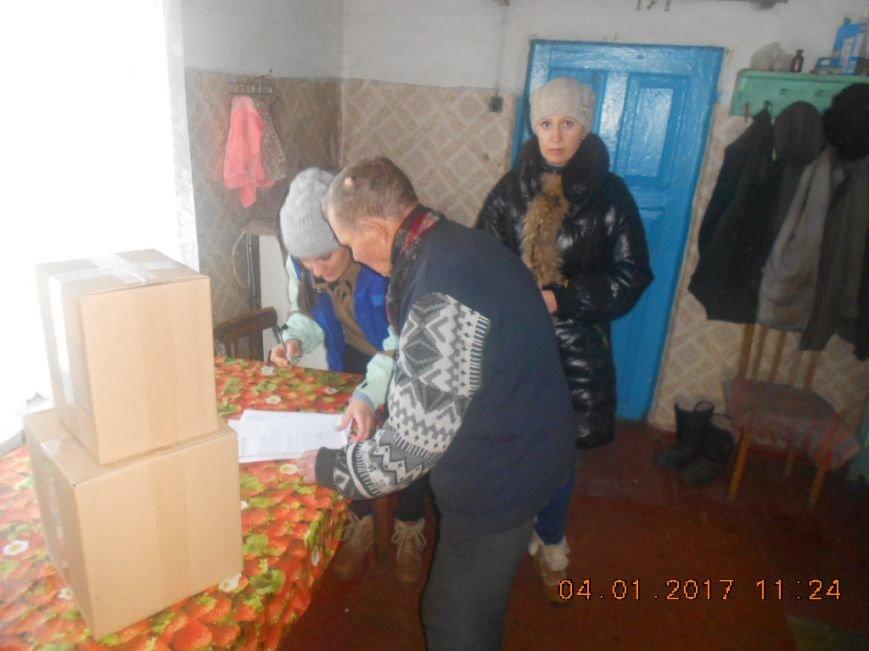 Одинокие пенсионеры Добропольского района получили гуманитарную помощь, фото-4