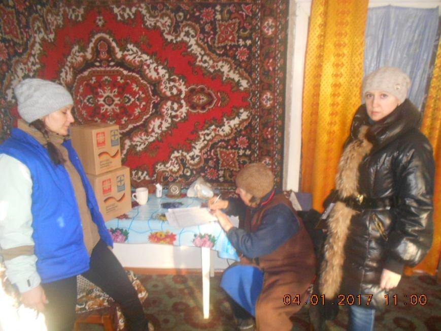 Одинокие пенсионеры Добропольского района получили гуманитарную помощь, фото-3