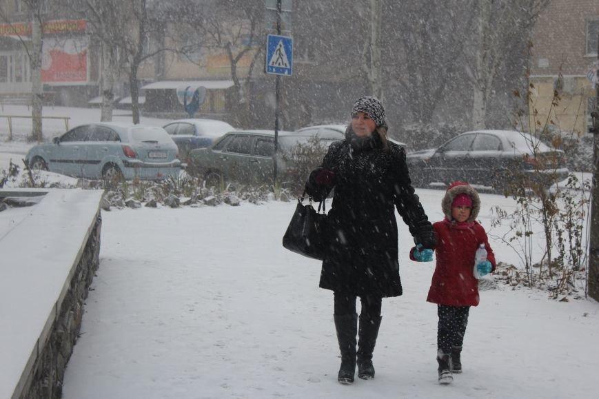 Запорожье заметает снегом, - ФОТОРЕПОРТАЖ, фото-1