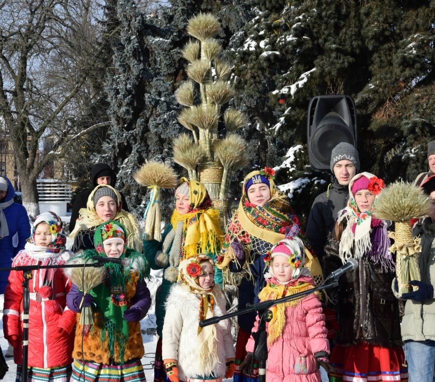 У Луцьку встановили символ Різдвяних свят, фото-16